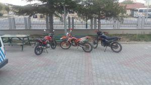 ANKARA'DAN ÇALDIĞI MOTOSİKLETLERİ BOLVADİN'DE SATARKEN YAKALANDI