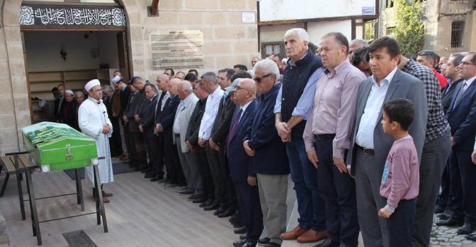 İŞ ADAMI AHMET ALP'İN ANNESİ TOPRAĞA VERİLDİ