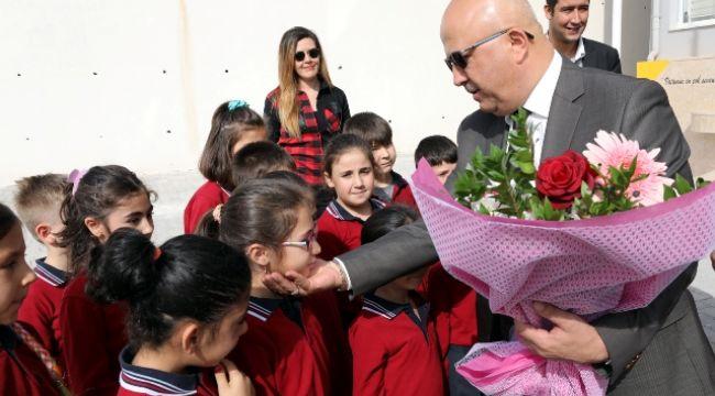 MAVER KEMAL ARSOY'A İLK HEDİYE BELEDİYE'DEN
