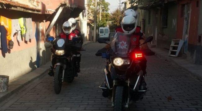 POLİSE SALDIRAN İKİ KİŞİ GÖZALTINA ALINDI
