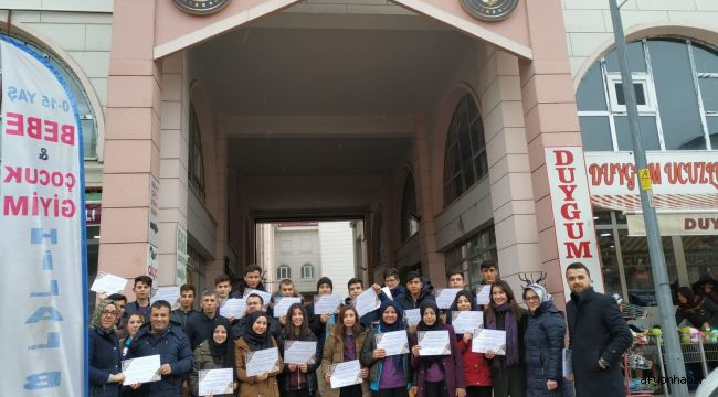 ÖĞRENCİLER ''DÜRÜST ESNAF'' SERTİFİKASI DAĞITTI