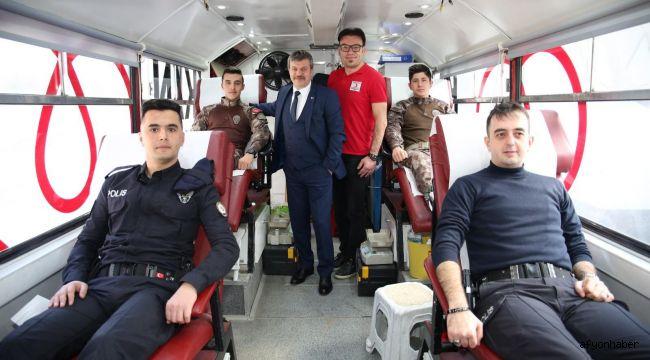 POLİSLER KAN BAĞIŞINDA BULUNDU