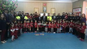 AFYONKARAHİSAR POLİSİ ANAOKULUNU ZİYARET ETTİ