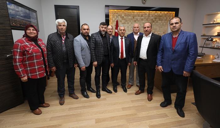 BAŞKAN ZEYBEK TEBRİKLERİ KABUL EDİYOR