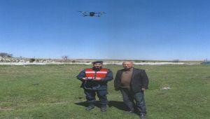 İHSANİYE'DE VATANDAŞIN KAYBOLAN BÜYÜKBAŞ HAYVANLARI DRONE İLE BULUNDU