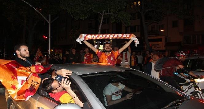 GALATASARAYLILARIN AFYON'DA ŞAMPİYONLUK COŞKUSU!..