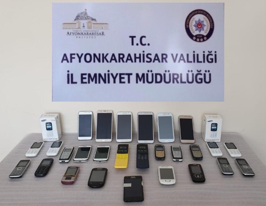 GÜMRÜK KAÇAĞI TELEFONLAR ELE GEÇİRİLDİ