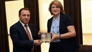 REKTÖR KARAKAŞ AZERBAYCAN EĞİTİM MÜŞAVİRİ NESİBOVA İLE BİR ARAYA GELDİ