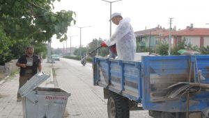 ŞUHUT'TA ÇÖP KONTEYNERLERİ DEZENFEKTE EDİLİYOR