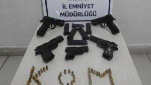 ŞÜPHELİ ARAÇTA CEPHANELİK ÇIKTI!..
