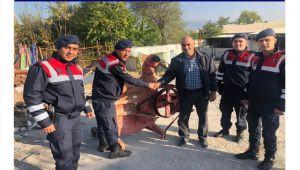 DİNAR'DA ÇALINAN TARIM MAKİNASI BULUNDU