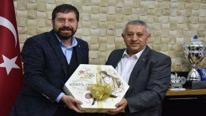 EKREM YAVAŞ ZEYBEK'İ ZİYARET ETTİ