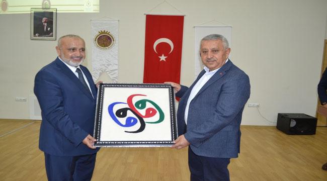 """ŞEVKİ YILMAZ'DAN """"ŞUURLU GENÇLİK VE DAVA"""" KONFERANSI"""
