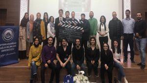 AFSÜ'DE TV DİZİLERİNDEKİ DOKTOR KARAKTERLERİ KONUŞULDU