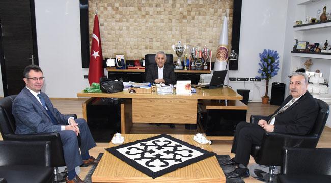 KOCACAN MEHMET ZEYBEK'İ MAKAMINDA ZİYARET ETTİ