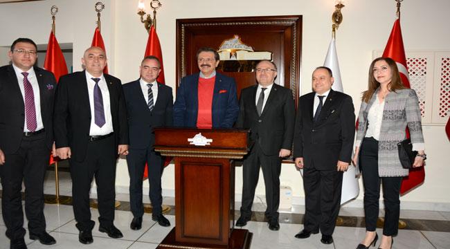 TOBB BAŞKANI HİSARCIKLIOĞLU VALİ TUTULMAZ'I ZİYARET ETTİ