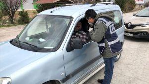 AFYON'DA POLİS, ŞEHİRLERARASI YOLLARDA VATANDAŞLARI EVDE KALMALARI YÖNÜNDE UYARDI