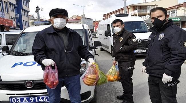 ŞUHUT'TA EVDE OTURANLARIN İHTİYAÇLARINI POLİS EKİPLERİ KARŞILIYOR