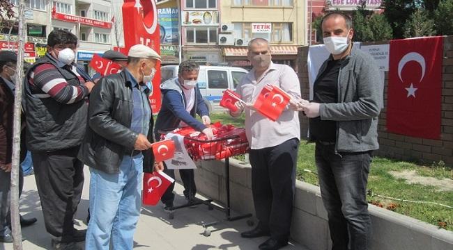 TÜRK EĞİTİM-SEN, SANDIKLI'DA BAYRAK DAĞITTI