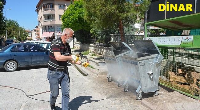 DİNAR'DA ÇÖP KONTEYNERLERİ İLAÇLANDI