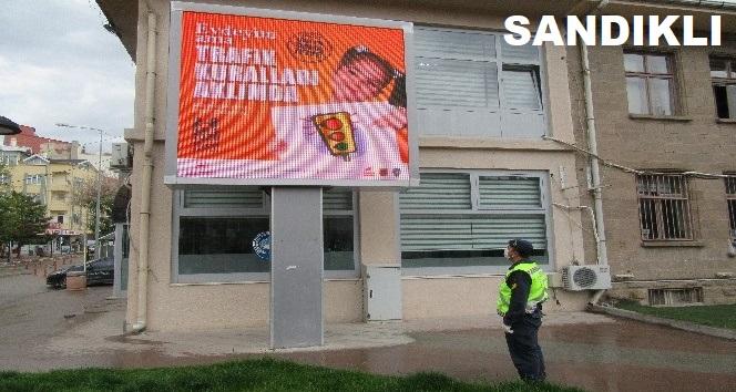 ESNAF VE JANDARMA'DAN TRAFİK HAFTASI ETKİNLİĞİ