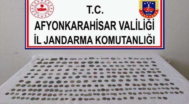 TARİHİ ESERLERİ SATMAK İSTERKEN YAKALANDILAR!..