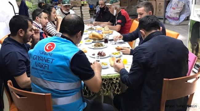 YARIM ELMA'DA VEFA GRUBU ÜYELERİNE ÖĞLE YEMEĞİ