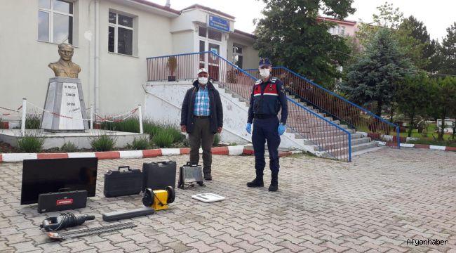 HOCALAR'DA GURBETÇİNİN EVİNİ SOYMUŞLAR!..