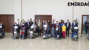 EMİRDAĞ'DA 15 VATANDAŞA ELEKTRİKLİ ARAÇ