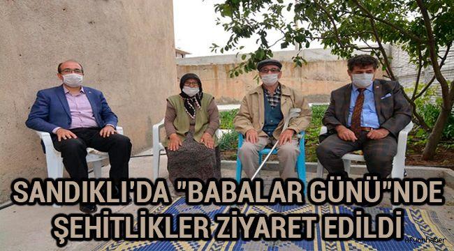 """SANDIKLI'DA """"BABALAR GÜNÜ""""NDE ŞEHİTLİKLER ZİYARET EDİLDİ"""
