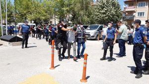 DÜĞÜNDE POLİSLERİ YARALAYAN 6 KİŞİDEN 5'İ TUTUKLANDI