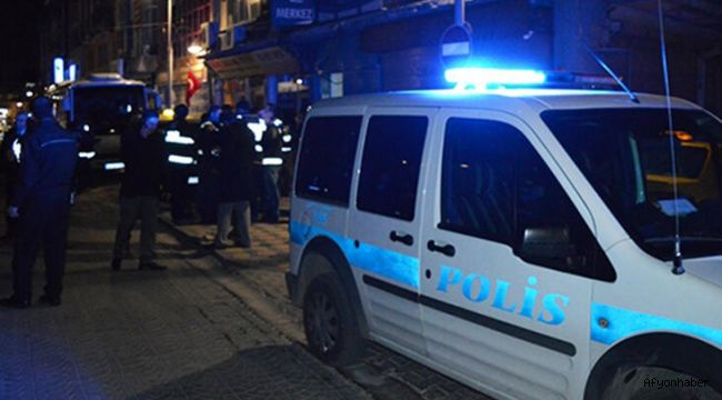 POLİSİN DUR İHTARINA UYMADI, POLİS ARABASINA ÇARPTI