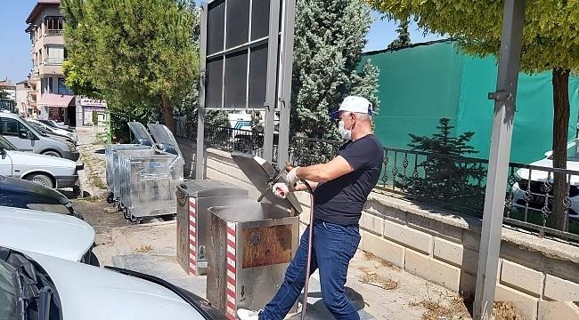 DİNAR'DA KONTEYNIRLAR DEZENFEKTE EDİLİYOR