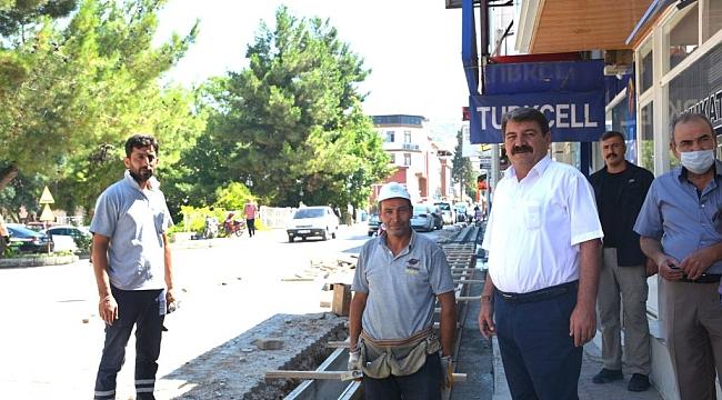DİNAR'DA SU KANALLARI YENİLENİYOR