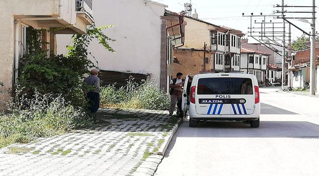 BOLVADİN'DE KARANTİNADAN KAÇAN İKİ ŞAHSI POLİS SOKAKTA YAKALADI