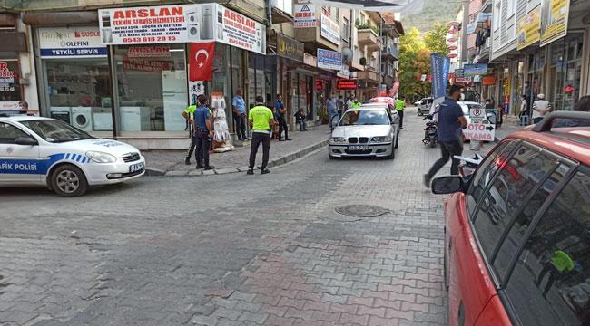 POLİSİN ÜSTÜNE OTOMOBİLİNİ SÜRÜP KAÇAN ŞAHIS KOVALAMACA İLE YAKALANDI