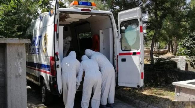 ŞUHUT'TA VEFAT EDEN KOROVİRÜSLÜ KİŞİLERİN DEFİN İŞLEMLERİNİ BELEDİYENNİ ÖZEL EKİBİ YAPIYOR