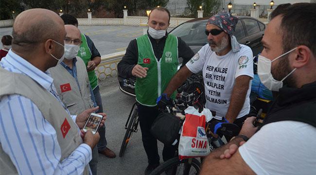YETİMLERE DESTEK İÇİN BİSİKLETLE MALATYA'DAN AFYONKARAHİSAR'A GELDİ