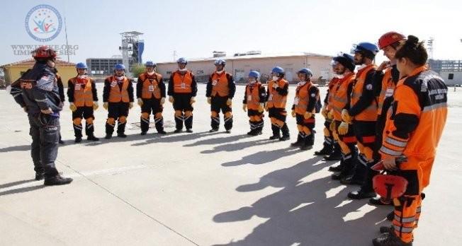 AFYON AFAD EKİPLERİ İZMİR'E HAREKET ETTİ
