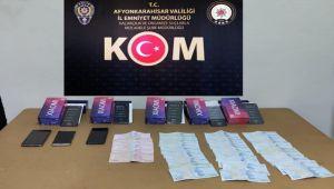 POLİS EKİPLERİ, KAÇAK TELEFON SATIŞI YAPAN KİŞİYİ YAKALADI