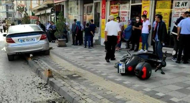 SÜRÜCÜ FREN YERİNE YANLIŞLIKLA GAZA BASINCA FACİADAN DÖNÜLDÜ