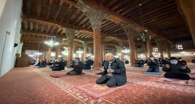 7 asırlık camii dimdik ayakta!..