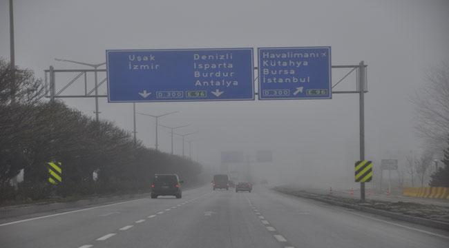 Afyon'da sisli hava hayatı olumsuz etkiledi