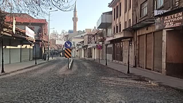 Caddeler, sokaklar ıssız kaldı!..