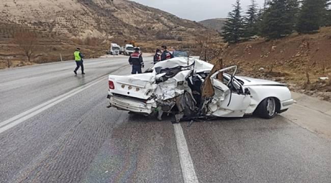 Dinar-Çay yolunda trafik kazası, 3 yaralı