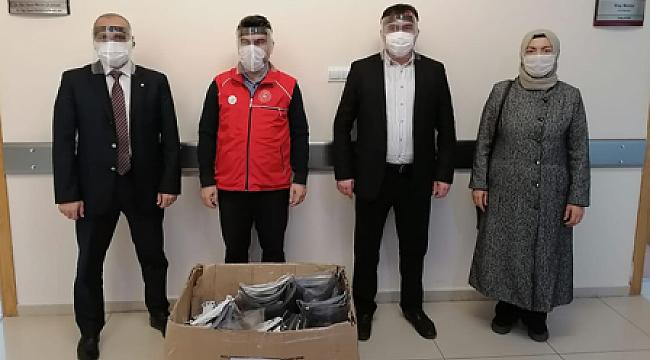 Gençlik Merkezli gençlerden sağlıkçılara 600 siperlikli maske!..