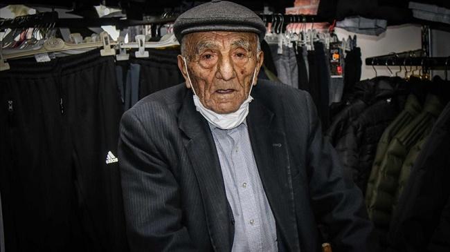 Kolon kanserini atlatan 105 yaşındaki Nuri dede Kovid-19'u da yendi