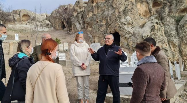 Vali Yardımcısı, Ayazini'nde yabancı turistlere bizzat rehberlik etti!..