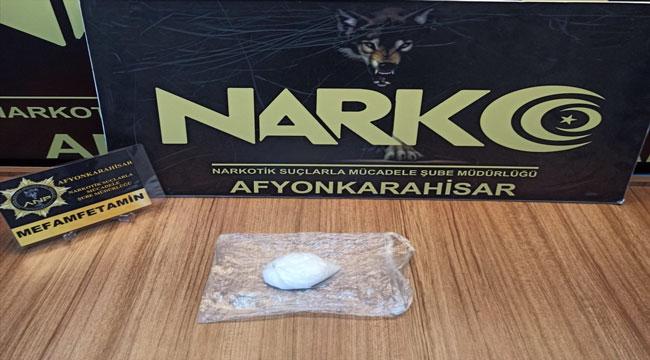 Afyon'da aracında uyuşturucu madde ele geçirilen şüpheli tutuklandı