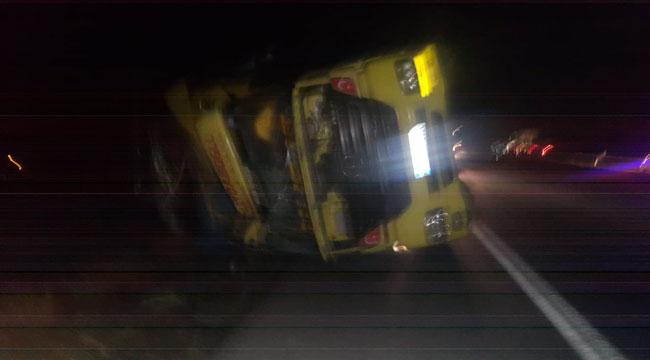 Afyon'da aşırı rüzgar nedeniyle 6 araç devrildi